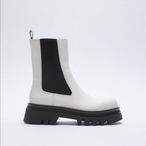 NWT. Zara White Flat Leather Ankle Boots. Size 6.5